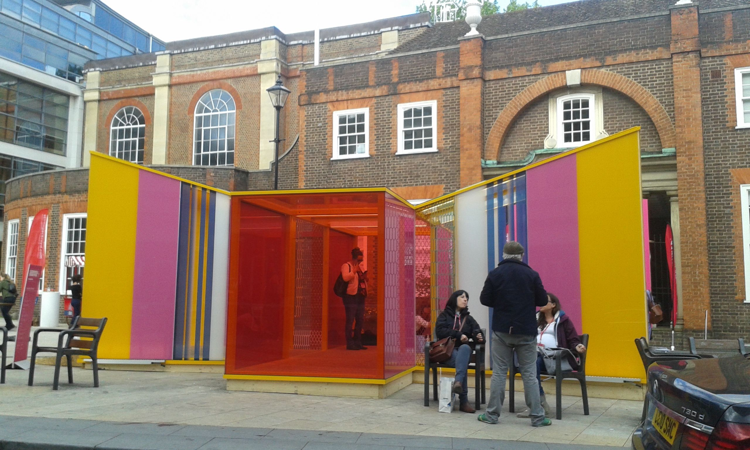 Glaze public pavilion on St John's Square, created by architects Cousins & Cousins and glaziers GxGlass